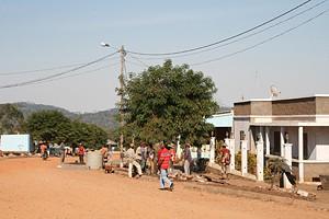 A vila da Quilenda por iniciativa dos governos central e local está transformada num verdadeiro canteiro de obras
