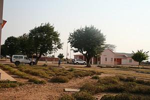 A zona urbanizada de Chiluage  inclui  instalações da administração com uma residência protocolar e aposentos para o administrador