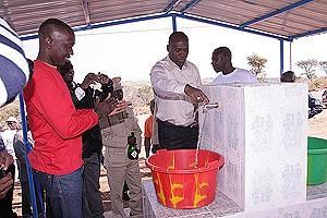 Chafarizes foram instalados nos arredores da sede municipal de Caungula para abastecimento de água potável  às populações