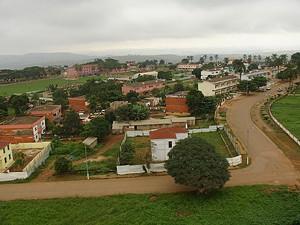 O investimento nas infra-estruturas sociais da cidade de  Mbanza Congo criou condições para o crescimento da população