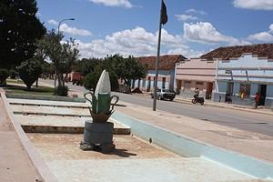 Pormenor da zona central da cidade e do monumento à cultura do milho que simboliza a prosperidade local