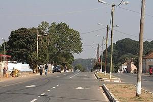 Zona urbana central com nova imagem da vila de Catchiungo