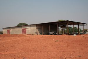 Nascente fonte de amor leito que motivou a construção da fábrica de água Quissol na província de Malange