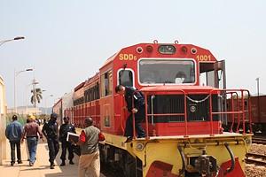 Comboio experimental quando chegava segunda-feira à velha estação de Malange