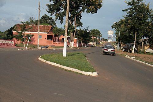 As principais ruas da vila do Lucala foram reabilitadas e os jardins recuperaram o verde característico