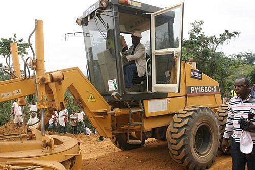 O governador Mawete João Baptista no comando da máquina
