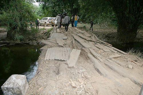 Situação de prolongado isolamento provocado pelo conflito armado resultou na quase completa inoperância das pontes