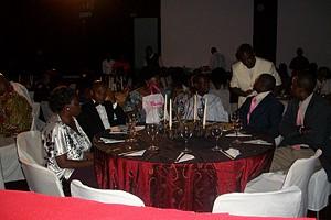 Convidados durante o encontro de premiação e a festa dos jornalistas na cidade de Saurimo