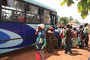 O mau estado das estradas trava pleno funcionamento de dezenas de autocarros adquiridos em Junho do ano passado