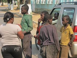 Petizes quando recebiam a visita de membros do Projecto Renascer da Criança