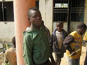 Noé quer ser professor e pede ajuda ao Governo da província para os tirar das ruas