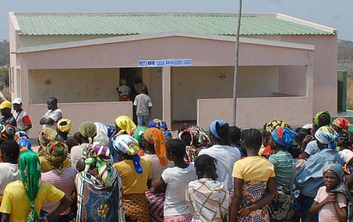 O novo posto de saúde evita que os doentes caminhem a pé ou sejam carregados de tipóia 50 quilómetros até ao Cuvango