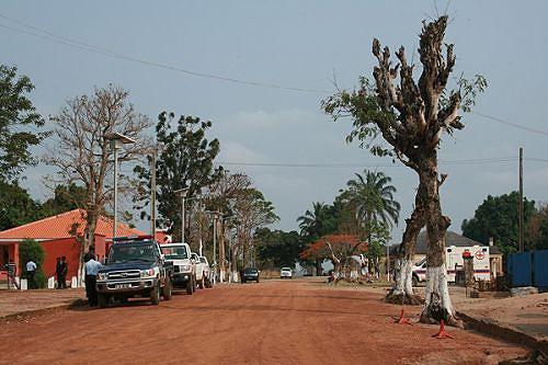 Pormenor da sede municipal de Kahombo cujas principais vias de acesso foram recentemente terraplanadas