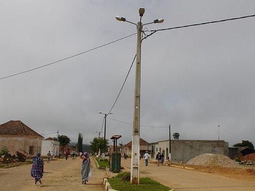 A rede de distribuição de electricidade vai ser estendida à maioria dos domicílios