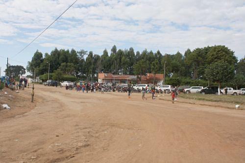 A reabilitação da estrada que dá acesso ao Mungo facilitou o comércio e a reconstrução de equipamentos sociais
