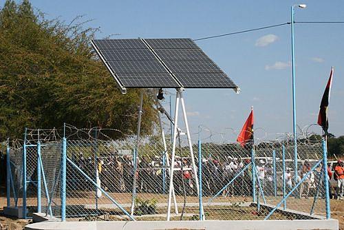 Nas zonas rurais  foram construídos pontos de água equipados com placas solares