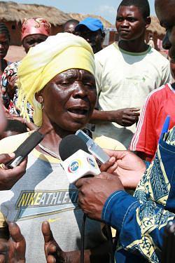 Regedora Ngola Bande e a cidadã Helena Zage estão satisfeitas com os feitos do Governo