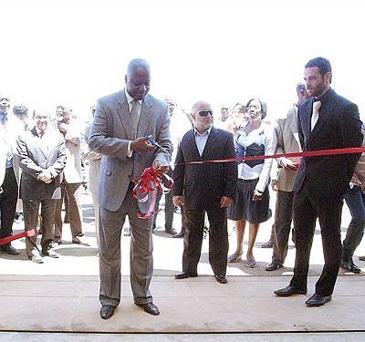 O ministro Joaquim David inaugurou no Lubango uma unidade fabril que vai fornecer produtos de qualidade à construção civil