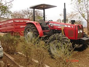 Máquina agrícola utilizada pelos estudantes nas aulas práticas de agronomia