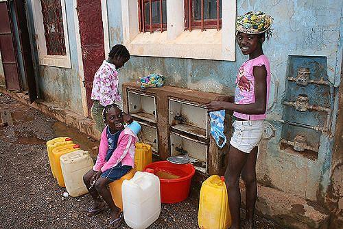 O abastecimento de água à população melhorou bastante nos últimos anos