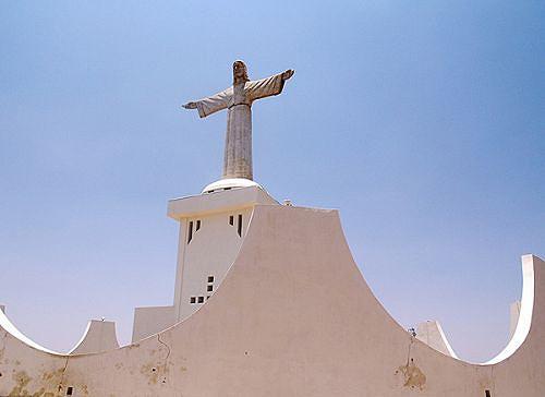 O Cristo Rei salta à vista de quem chega à capital da Huíla e o monumento foi erguido na década de 60 por uma colónia de madeirenses