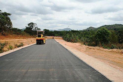 As estradas que ligam localidades importantes estão a ser asfaltadas