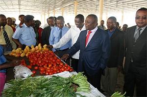 Ângulo do mercado municipal do Sumbe inaugurado no dia 10 de Dezembro e que apresenta melhores condições de venda