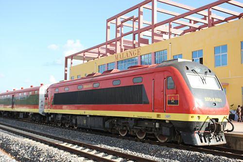 Comboio volta apitar a estação de Malange 18 anos depois