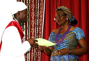 A vice-governadora fez a entrega de certificados aos finalistas