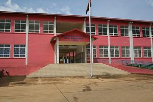 Professores nacionais e estrageiros garantem o normal funcionamento do estabelecimento