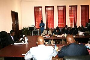 Membros do governo local estiveram reunidos para abordar assuntos de carácter social