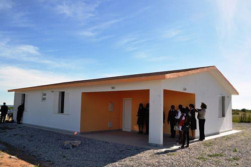 A fábrica de casas pré-fabricadas está a dar suporte ao processo de construção de habitação social na província da Huíla