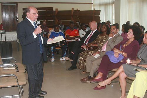 Professor de Literatura Comparada pela Universidade de Indiana (EUA) durante uma conferência na Biblioteca Nacional em Luanda