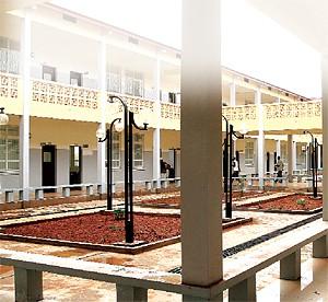 A rede escolar está  mais reforçada com a construção e reabilitação de várias escolas no quadro dos programas de desenvolvimento instituídos pelo Executivo angolano