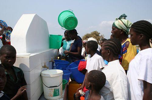 """O programa """"Água para todos"""" que visam melhorar a vida das populações produziu efeitos positivos num esforço suplementar conunto do Executivo e dos governos provinciais"""