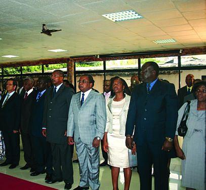 Membros do governo provincial e convidados na cerimónia de cumprimentos de fim de ano