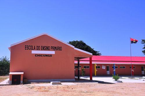 A escola foi construída com fundos do programa integrado de desenvolvimento rural