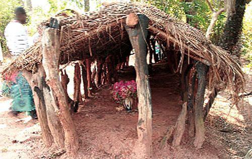 Sepultura de um dos reis dos Dongos em Mukulu-a-Ngola no município de Marimba