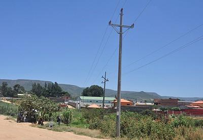 Instalação e extensão da nova rede eléctrica de baixa e média tensão decorre a bom ritmo