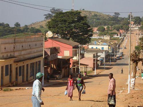 Para tirar a localidade da letargia em que se encontra as autoridades do município estão a realizar acções de combate à pobreza