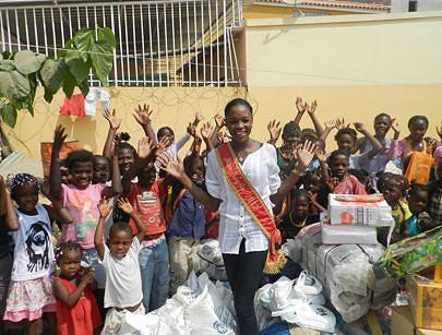A mulher mais bela de Angola desenvolve acções de solidariedade