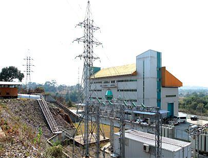As restriçoes de  fornecimento de energia produzida pela barragem hidroeléctrica sobre o rio Chicapa aos bairros periféricos foram superadas com a instalação de uma central térmica nos arredores da cidade de Saurimo