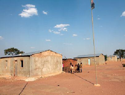 Vista parcial do modelo de casas entregues à população transferida da pedreira  situada nos arredores da Hidro-Chicapa