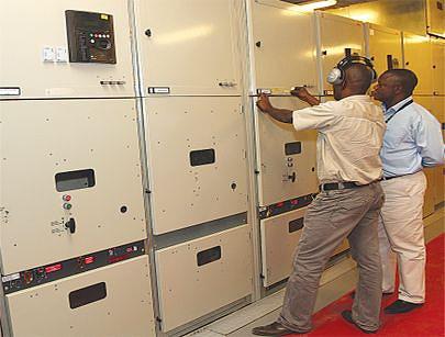 Equipamento instalado na sala de controlo onde os técnicos fazem a leitura dos dados sobre o funcionamento dos geradores na central