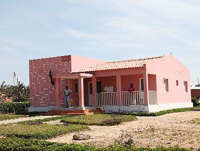 O novo edifício construído na vila para garantir o funcionamento dos serviços administrativos da comuna de Luma-Kassai
