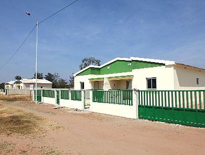 Casas geminadas construídas pela empreiteira Mathunuameia para a administrção garantir condições para alojamento de técnicos