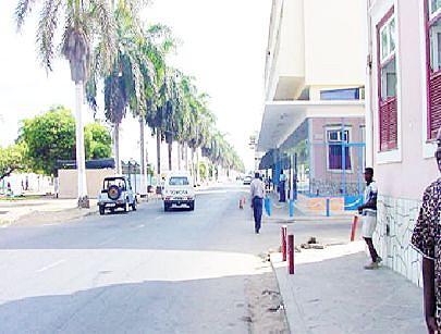 Vista parcial da capital da província onde as casas e as ruas passam a estar mais iluminadas ainda antes do final do corrente ano