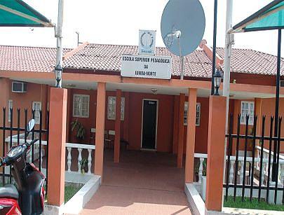 A escola superior pedagogica funciona a cinco anos e ja colocou no mercado de trabalho mais de setecentos bachareis que contribuem para o desenvolvimento da província