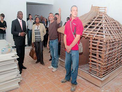 Ministra Rosa Cruz e Silva visita as obras acompanhada de técnicos do seu pelouro e da empresa que está a reabilitar o museu