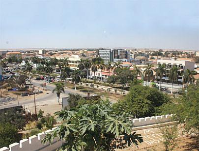 Um Namibe verde com diversificação de plantas
